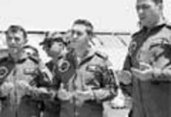 Söndürme uçağına asker duası