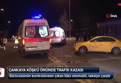 Lüks otomobil taksiye çarptı