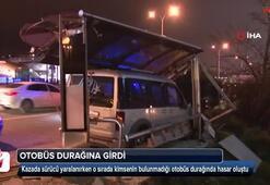 D-100de araç, otobüs durağına girdi