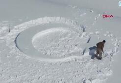 Kar üzerine ay yıldız yaptı