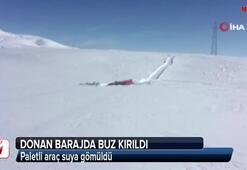 Donan barajda buz kırıldı, paletli araç suya gömüldü