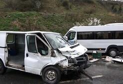 Sultangazide iki minibüs kafa kafaya çarpıştı Yaralılar var
