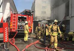 Bağcılarda korkutan yangın Ekipler bölgeye sevk edildi
