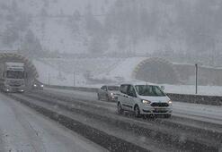 Bolu Dağında kar yağışı etkisini arttırdı