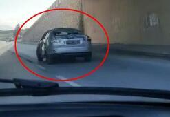 Trafikte akılalmaz görüntü Dikkatli bakanlar telefona sarıldı