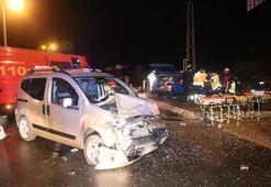 Boluda feci kaza Aracın içinde sıkıştılar...