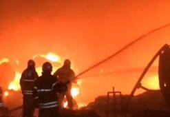 İzmirde fabrika yangını: Alevler kilometrelerce uzaktan görülüyor