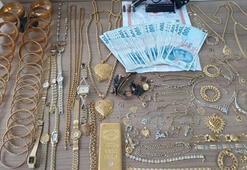 Son dakika: Kapıdan çıkarken üstlerinde 40 kilo altın ve 750 bin lira vardı