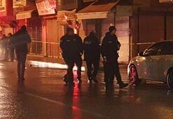 Gece yarısı iki grup çatıştı Esnaf başından vuruldu...