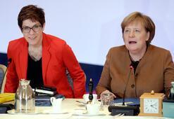 Son dakika... Almanyada iktidarın büyük ortağı CDU, Merkel'in yerine yeni liderini seçiyor