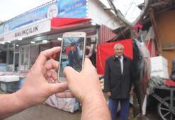 2 metrelik orkinos ve kılıç balığını gören fotoğraf çektiriyor