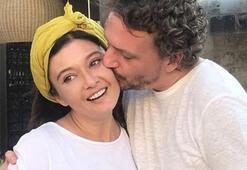 Nurgül Yeşilçay sevgilisiyle birlikte Londradaki oğlunu ziyaret etti