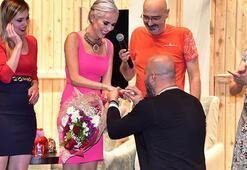 İpek Tanrıyara sahnede sürpriz evlilik teklifi