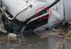 Dereye uçan TIRın sürücüsü kurtarıldı