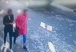 İki kadını evde bastı Mahalleli kovaladı...