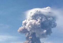 Son dakika: Endonezyada deprem ve tsunamiden sonra bu kez de yanardağ patladı