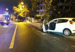 Kontrolden çıkan otomobil kaldırıma çarparak havalandı
