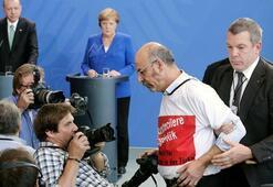 Son dakika: Erdoğan-Merkel basın toplantısından atılmıştı Kimliği belli oldu...