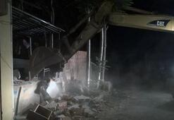 İstanbulda terör operasyonu Polis taksi durağını yıktırdı