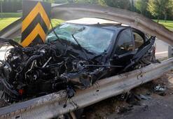 İnanılmaz kaza Lüks araba adeta parça parça oldu...
