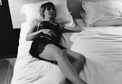 Sunucu Öykü Serter yatak pozunu paylaştı