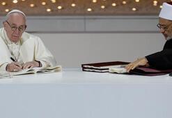 Katolik Kilisesini karıştıran imza Manifesto yayımlandı...