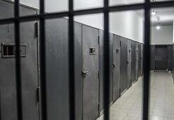 Zarrabdan rüşvet alan gardiyana 3 yıl hapis