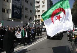 Son dakika... Cezayirde Buteflika adaylığını geri çekti