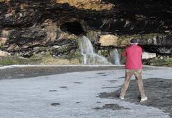 İçinden su akan mağara ilgi görüyor