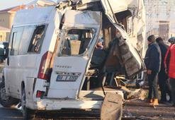 Servis otobüsü ve minibüsü çarpıştı Çok sayıda yaralı var