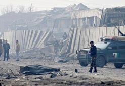 Son dakika... Askeri üsse bombalı araçla saldırdılar