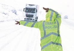 1000 köy yolu ulaşıma kapandı