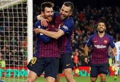 Lider Barcelona yıldızlarıyla coştu