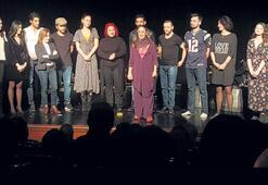 Akademi öğrencileri tiyatro sahnesinde