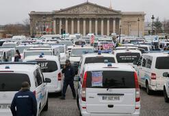 Fransada ambulans şoförleri de eyleme başladı