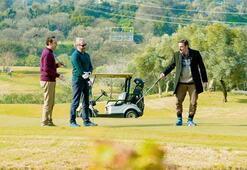 'Kalk Gidelim'  erkekleri golf dersinde