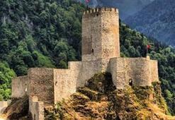 Rizedeki Fırtına Deresi'nin üzerindeki tarihi kalenin adı nedir