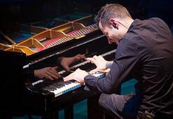 Rekortmen piyanist, İzmirde konser verdi