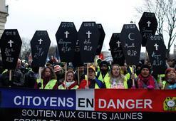 Öfke dinmiyor: Sarı Yelekliler 10'uncu kez sokakta