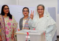 Bangladeşte şiddetin gölgesindeki seçimleri Şeyh Hasina kazandı