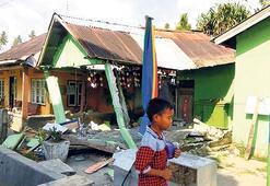 Endonezya 7.7 İle sallandı