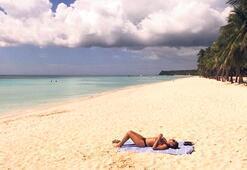 Boracay adası yasaklarla açıldı