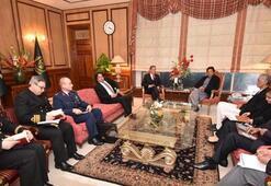 Bakan Akar, Pakistan Başbakanı Khan ile görüştü