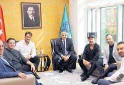 Bakan Ersoy yapımcı ve sanatçılarla buluştu