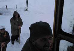 Kar yağışı nedeniyle yaylada mahsur kalan 10 kişi kurtarıldı