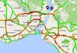 İstanbulda karne trafiği Yol haritası kıpkırmızı...