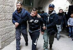 İsrail polisi Kudüste Filistinli aileyi zorla evinden çıkardı