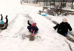 Ankarada okullar tatil edildi mi 9 Ocak kar tatili haberleri...