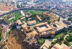 Diyarbakır'ın kalbine ilk kazma vuruldu
