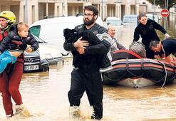 Fransada sel felaketi 13 can aldı